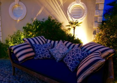 Scenic-lighting-garden-sofa